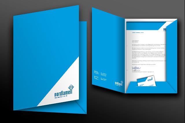 Gestaltung von Praesentation-Mappen im neuen Corporate Design